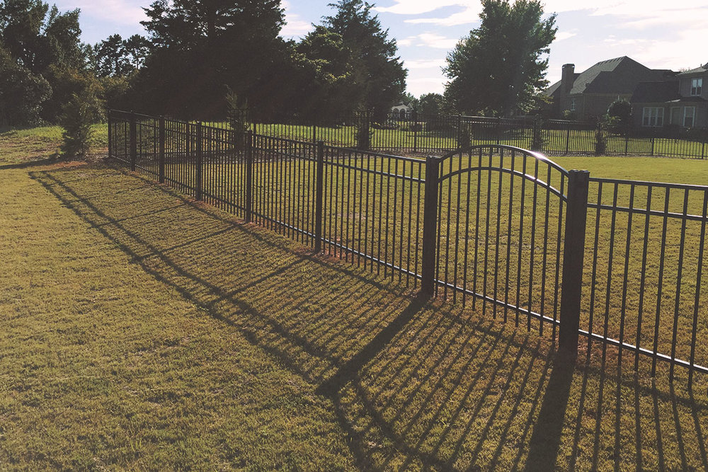 3-rail flat top + arched gate