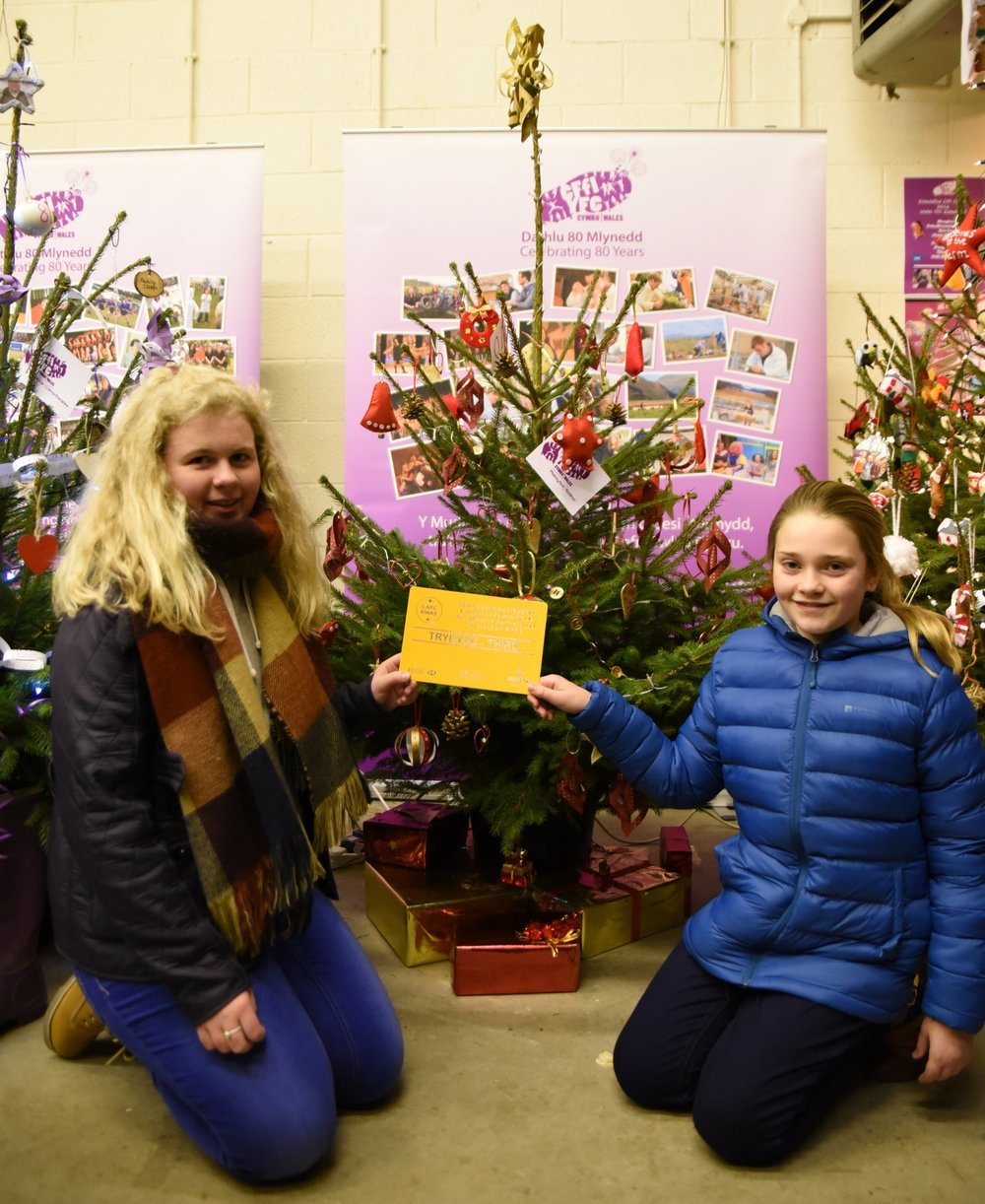 Katie Jones & Lauren Kinsey Owen with their 3rd place certificate.  - Photo by Ruth Rees Photography (Click on photo for website)