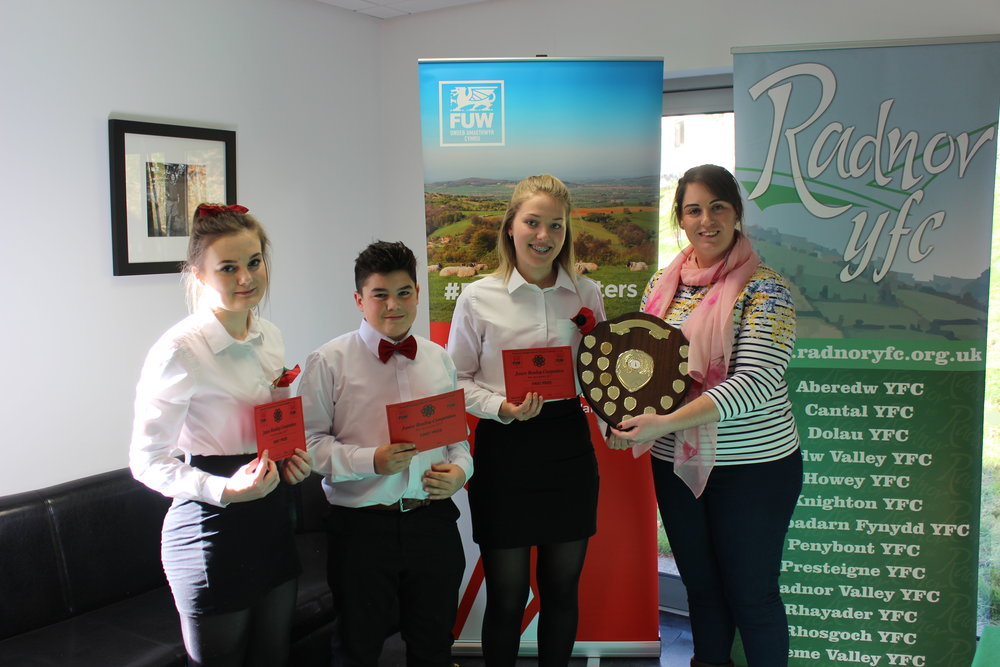 Lowri Davies, Jo Thomas & William Lewis, Cantal YFC coming first in the Junior Reading compeition with judge Emma Bayona Martinez.