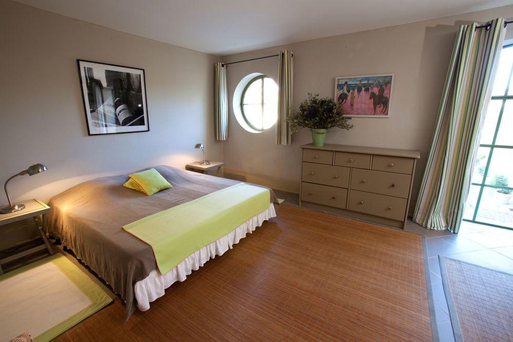 mas meyau bedroom