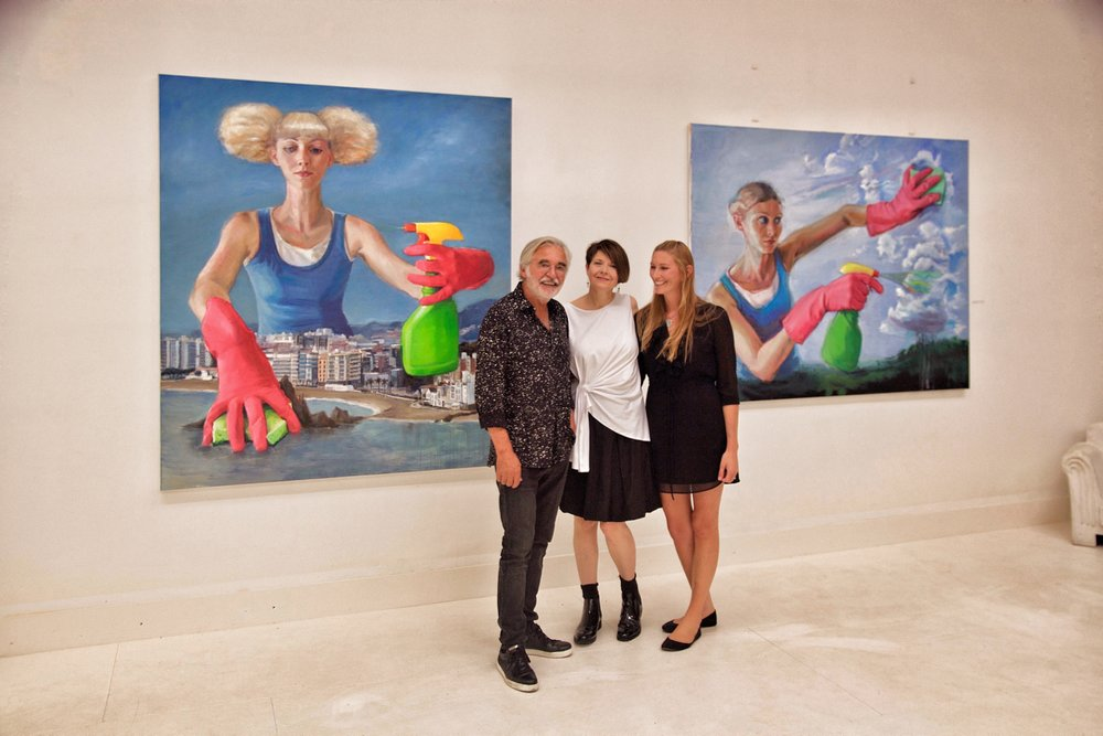 Here I am with my model and Roger Castang, the gallery director.