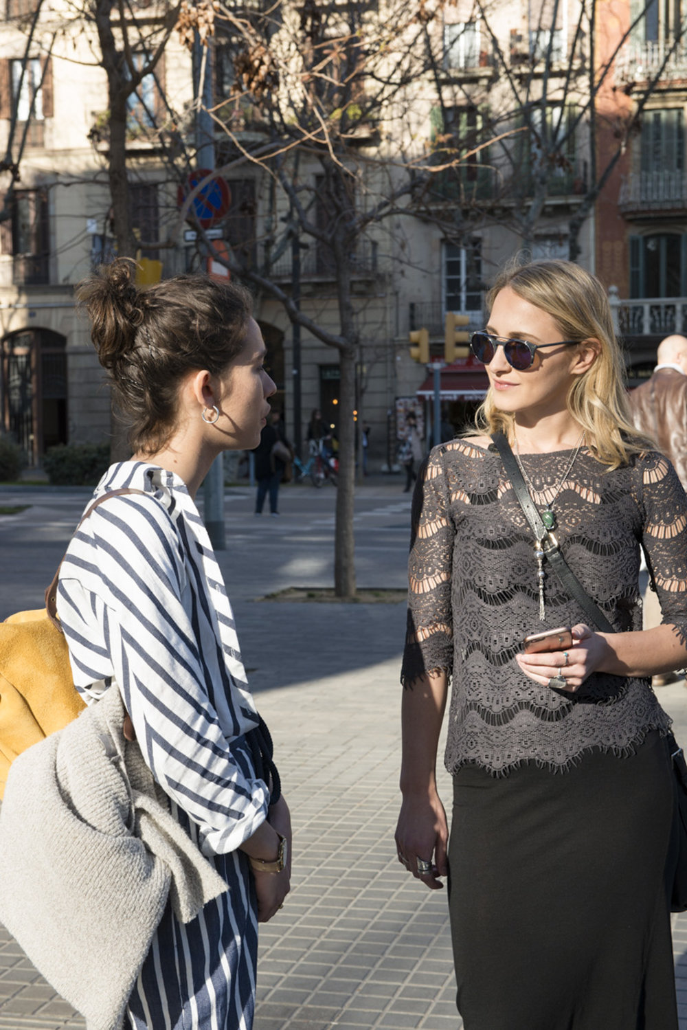 julia-eskins-here-&-there-magazine-interviewing-in-barcelona.jpg