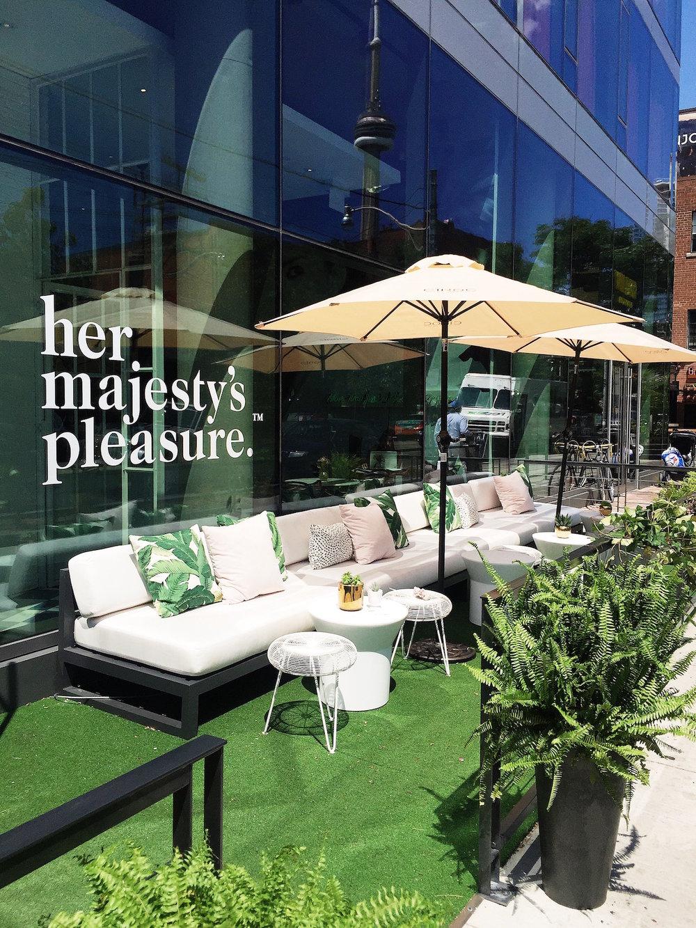 Lisa-Ho-Studio-Her-Majesty's-Pleasure-patio-design.JPG