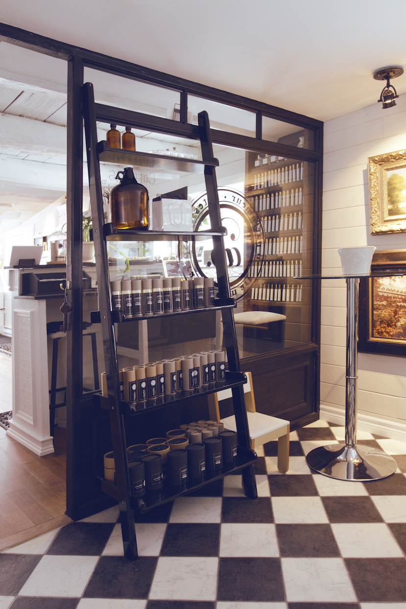 alexandra-bachand-the-perfumers-barn-la-grange-du-parfumeur-interior-magog-quebec.jpg