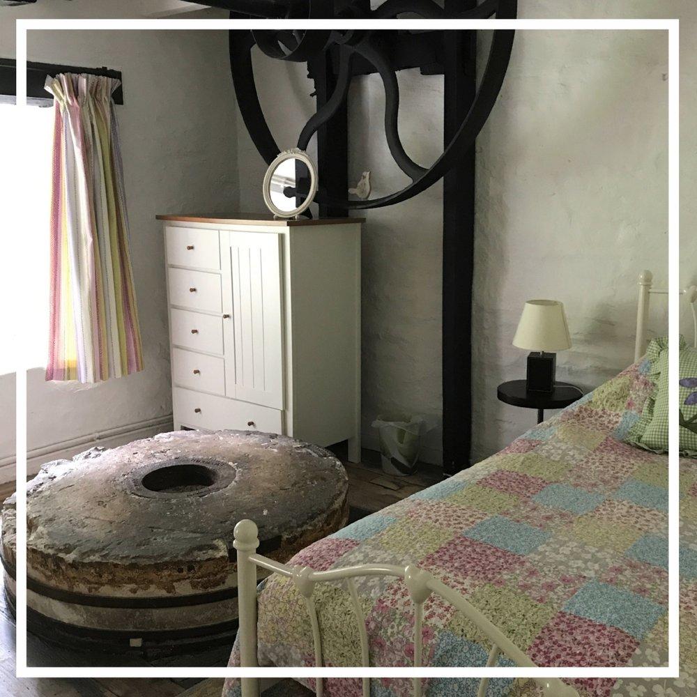 bedroom_features