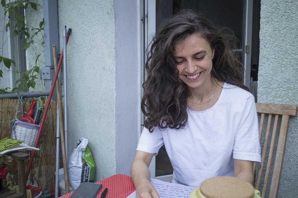 "Foto: Daniela Carvajal, sesión del taller feminista de escritura autobiográfica ""Nombrar para existir"""