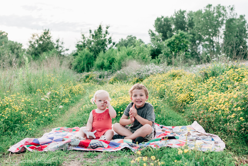 outdoor family photography | St. Paul MN family photographer | Allyson Wasmund Photography