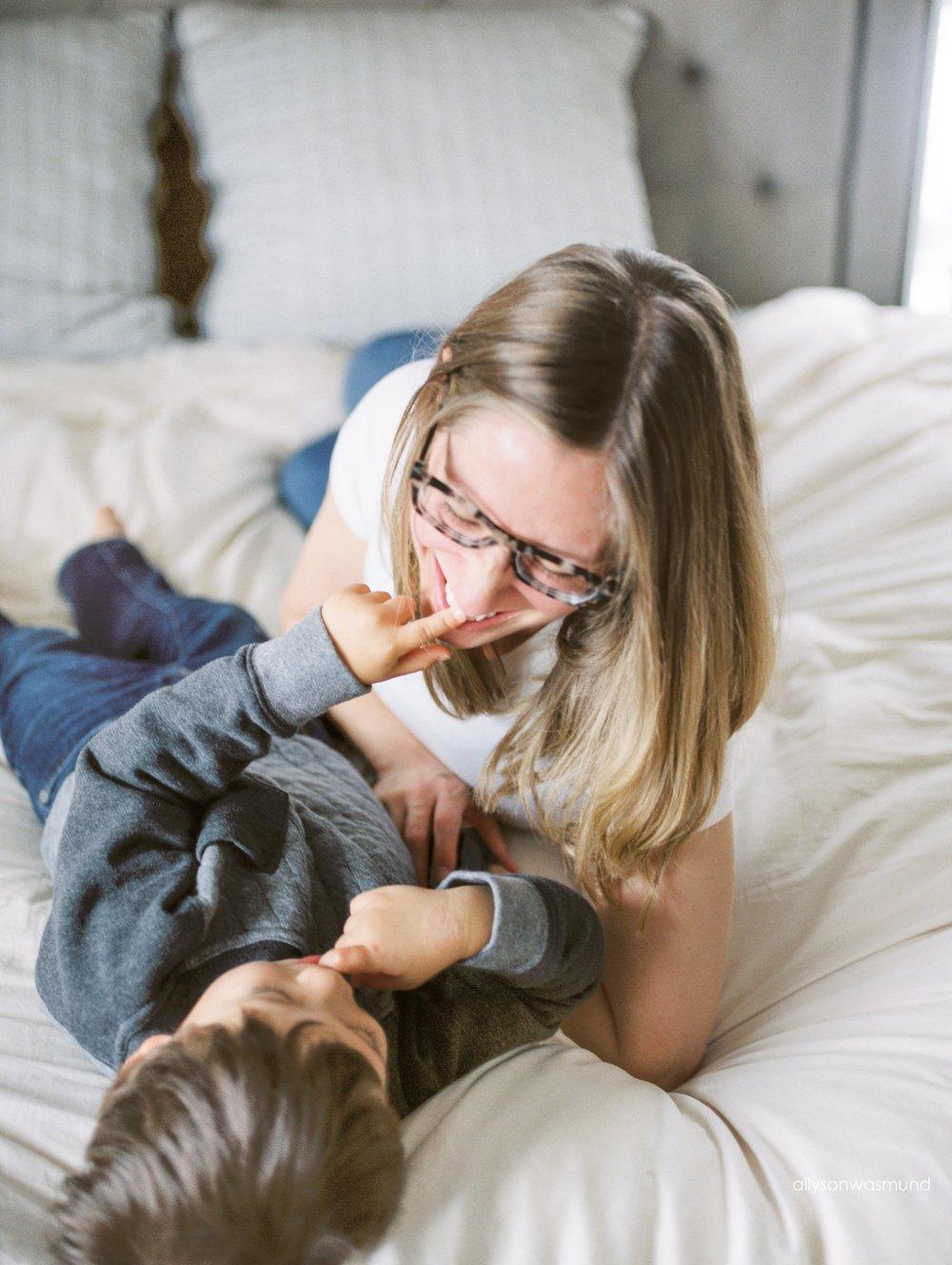 st-paul-mn-in-home-film-maternity-photographer_0011.jpg