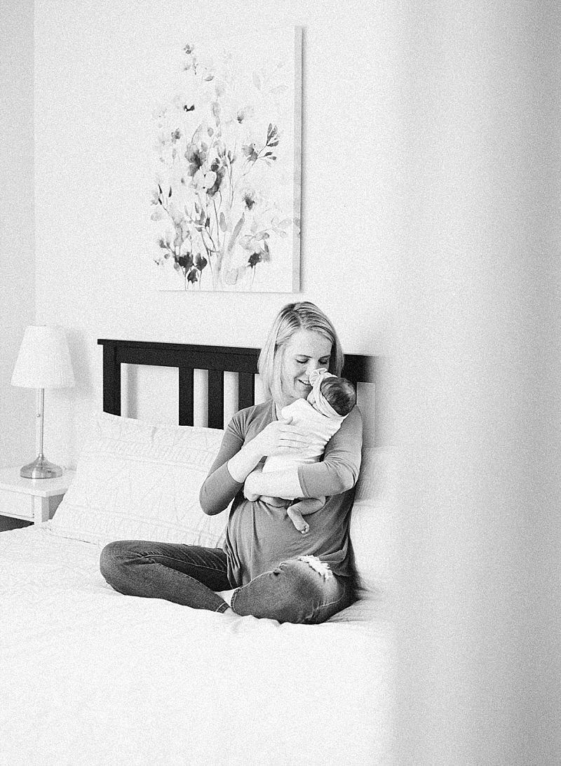 minneapolis-mn-at-home-newborn-session_0036.jpg
