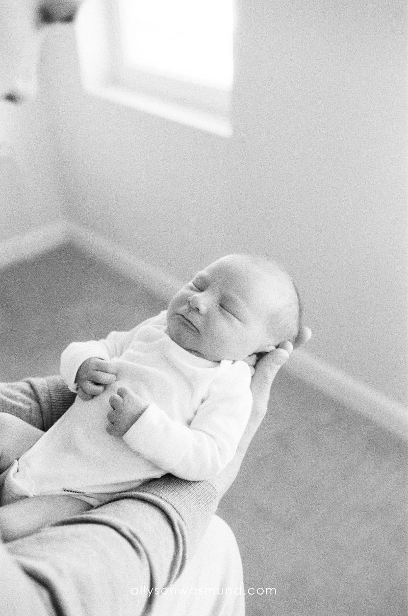 st-paul-mn-lifestyle-newborn-film-photographer_0021.jpg