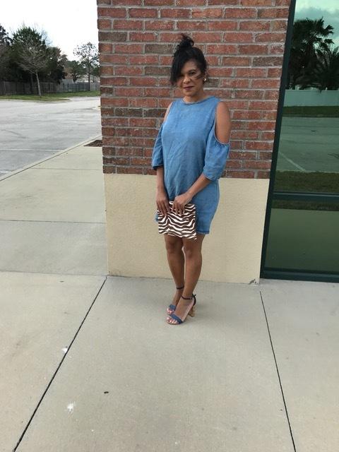 Dress:  Francesca's Shoes:  Steve Madden Earrings:  Francesca's  (similar) Purse:  Mango