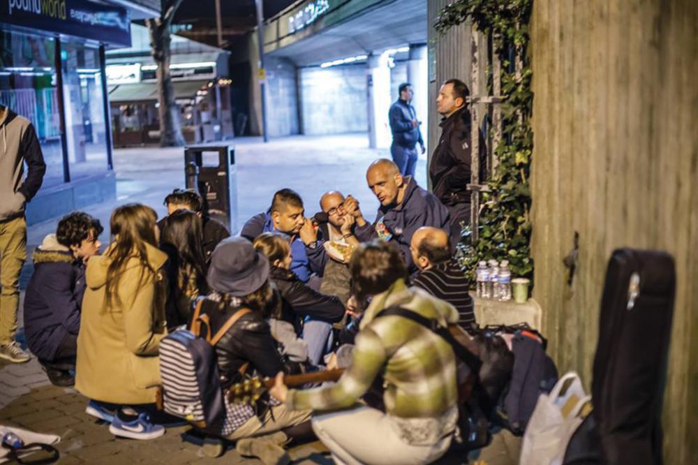 Feeding the streets - O parte din voluntarii UER oferă din timpul și resursele lor pentru oamenii străzii, oferindu-le o mâncare caldă și o îmbrățișare. Ne dorim să îi ascultăm, să fim lângă ei și să le arătăm că nu sunt siguri. Dar mai ales să Îl glorificăm pe Dumnezeu împreună și să le arătăm că mereu există o nouă șansă și o speranță.