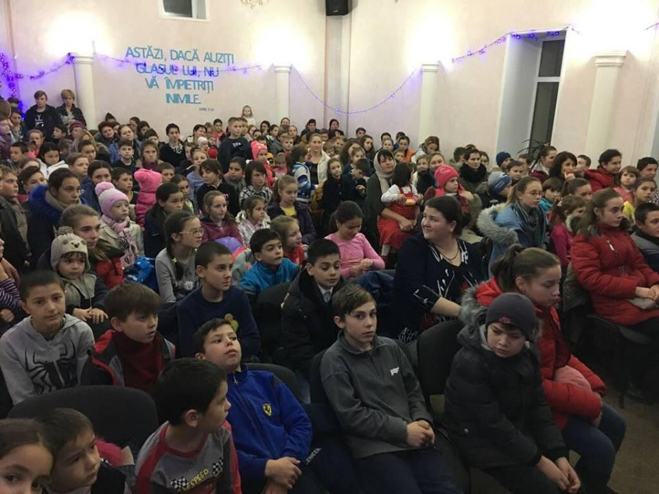 After School in Republica Moldova - After School in Republica Moldova este un proiect prin care ne dorim sa oferim copiilor dezavantajati si cu situatii precare posibilitatea de a participa la activitati extra scolare. O dată cu aceste activități, le vom oferi și un mic prânz copiilor. Pentru a face posibil acest proiect vom sustine 3 misionari, care nu doar că se vor ocupa de activitățile cu copiii, însă se vor implica și în Evanghelizare și ducerea Cuvântului mai departe. Puteti urmari acest proiect pe pagina lor de facebook:https://www.facebook.com/uermd/