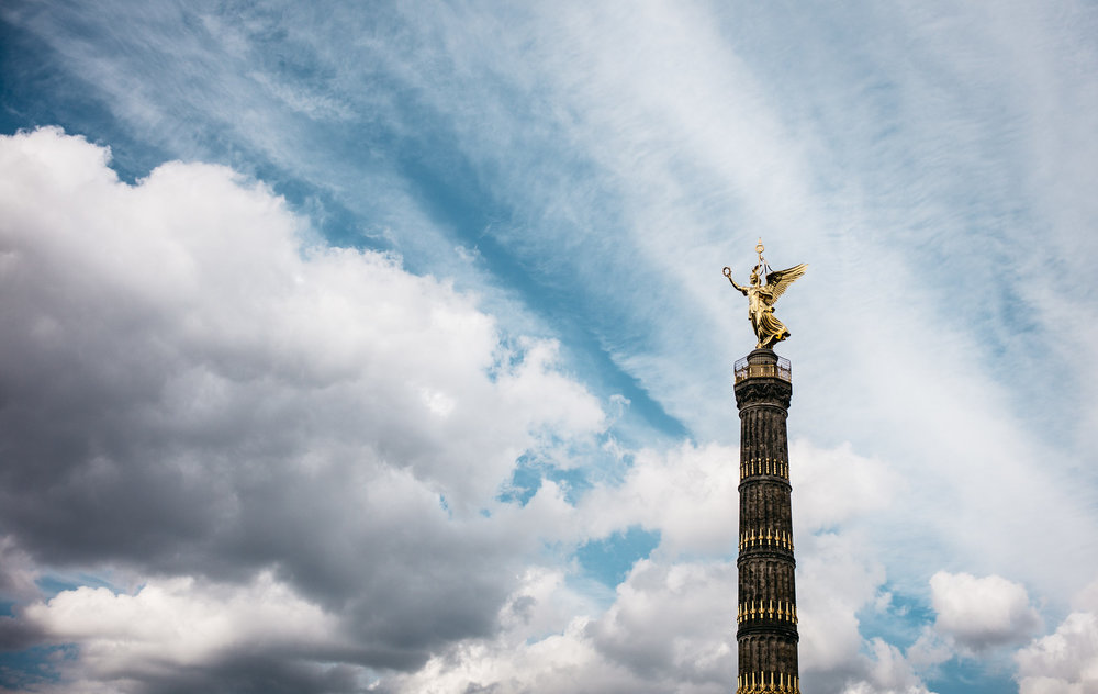Spring clouds over the Victory Column.