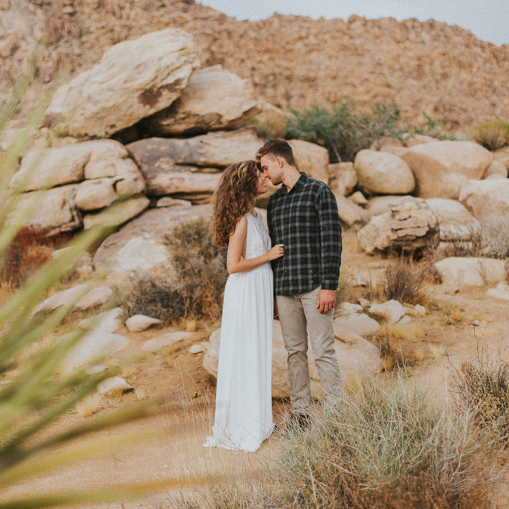 JoshuaTree_lovesession_elopementphotogapher-43.jpg