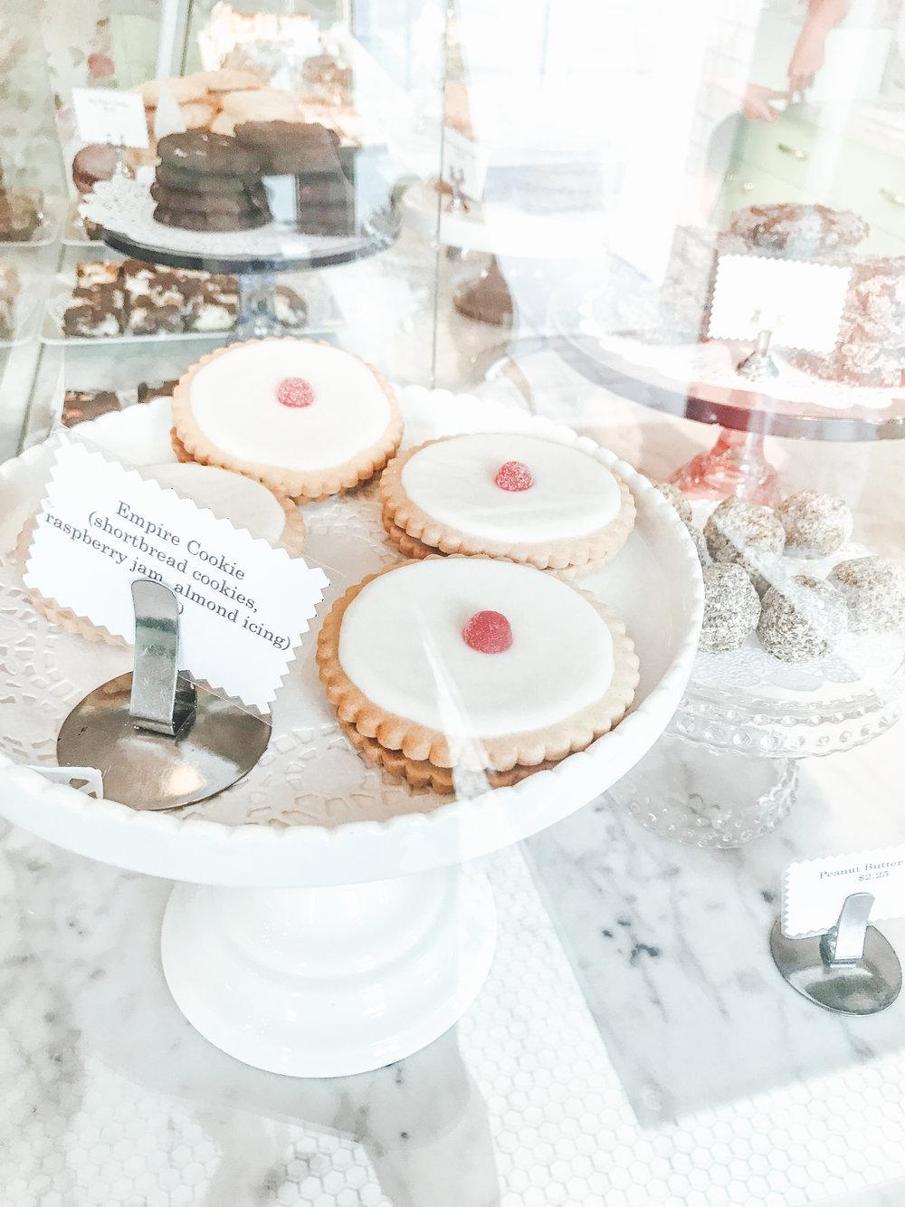laurennicolefoot-2018-august-wedding-flowertopper-4.jpg