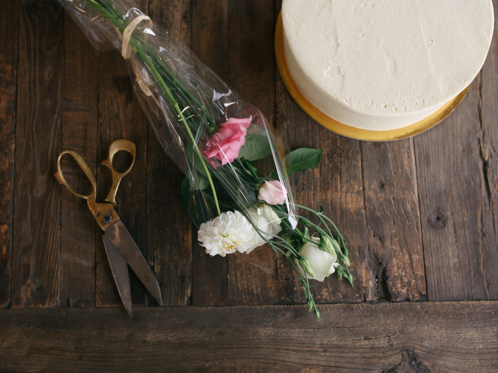 laurennicolefoot-2018-august-wedding-flowertopper-1-4.jpg