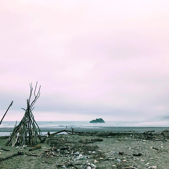 Great holiday in #Aotearoa #NewZealand has a long standing treaty with its First Nations Peoples ... an example to Australia on Invasion Day. A windswept #WestCoast beach #welltravelled #tasteintravel #wonderful_places #ilovetravel #instatravel #exploringtheglobe #beautifuldestinations #traveldeeper #passionpassport #writer #writerslife #author #authorsofinstagram #authorsofinsta #creativity #inspiration #justice #allwayswillbe #changethedate #ipreview via @preview.app
