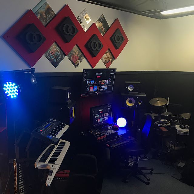 Just made some light upgrades to the studio. Still a work in progress but the VIBE is gettin 🔥. _____________________________________________________________ #music #producer #producerlife #studio #studioengineer #beats #beats4days #rapcaviar #spotify #spotifyplaylist #recordlabel #manager #hiphop #superproducer #beatmaker #rnb #singer #rapper #musician #TrackKillers