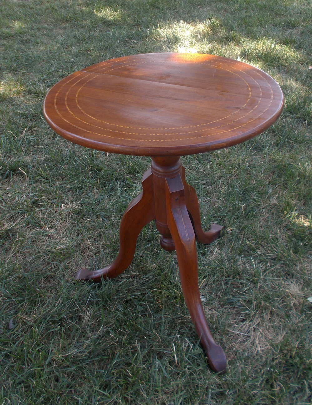 ROUND WALNUT, 24 INCHES HIGH
