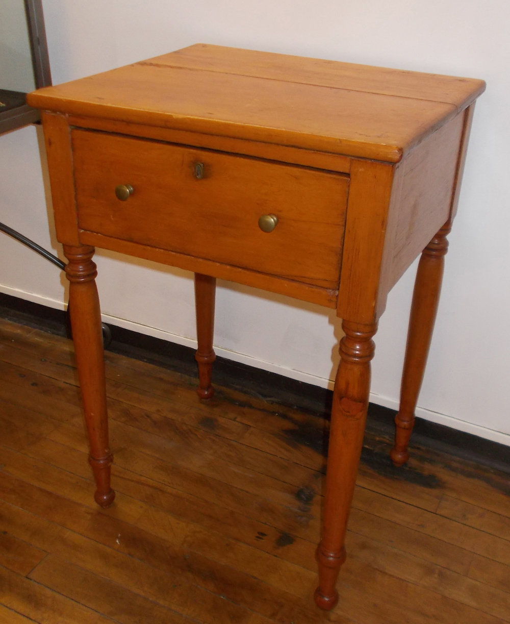 CHERRY TABLE29 INCHES HIGH