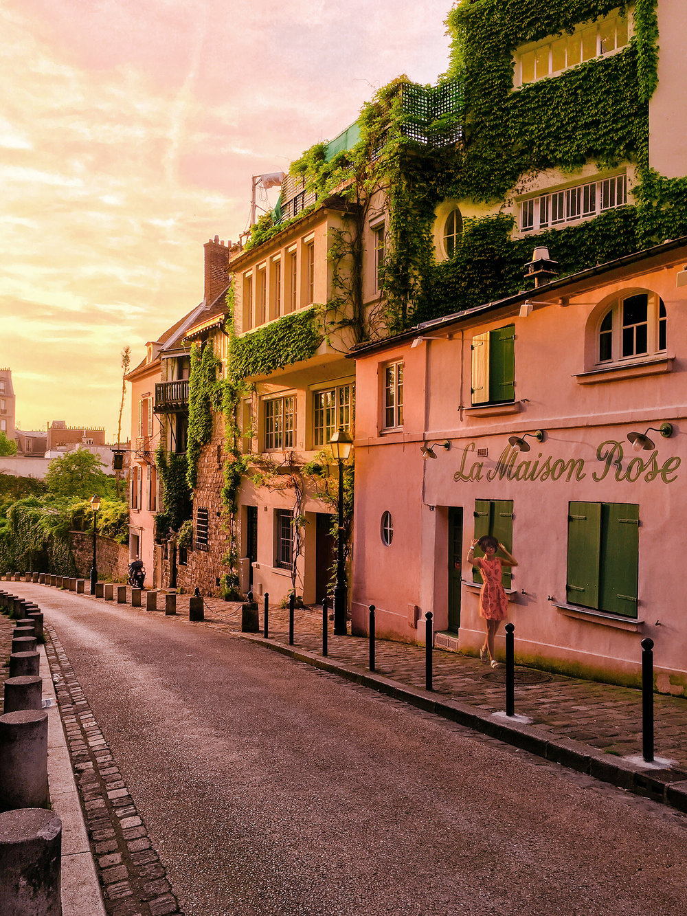 Montmartre is the dream for all lovers of pink and anything Parisian :)