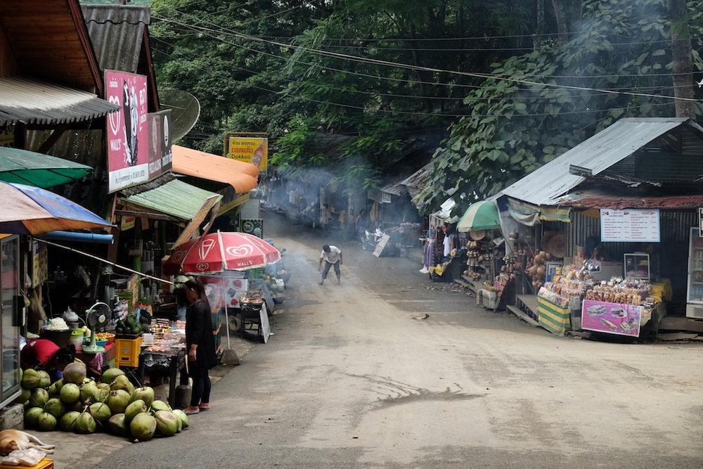 Kuang Si Park market
