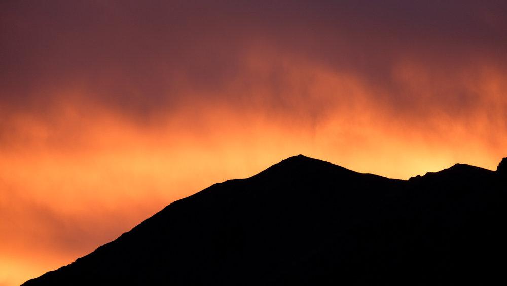 Fire over the mountains, Lake Tekapo
