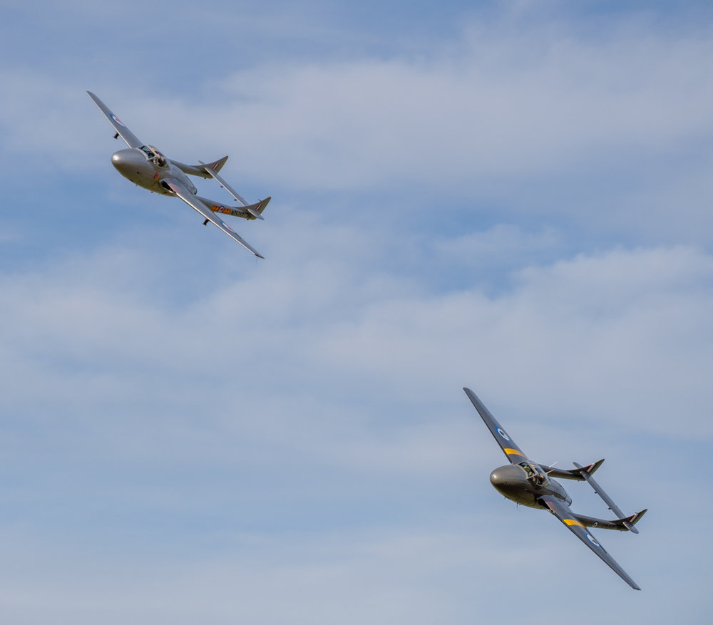 2 De Havilland Vampires