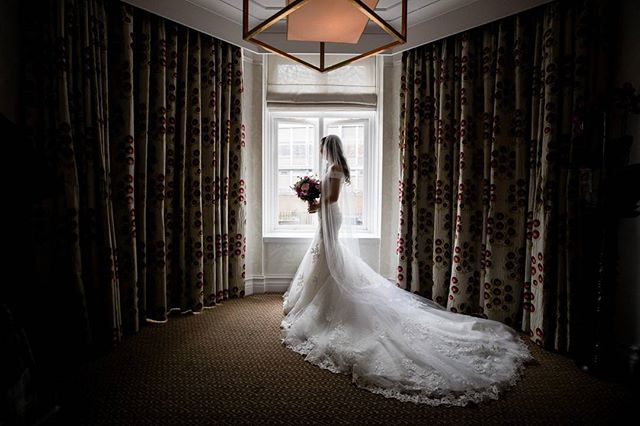 Leave yourself few minutes to relax before you walk down the aisle. Beautiful Saffier a
