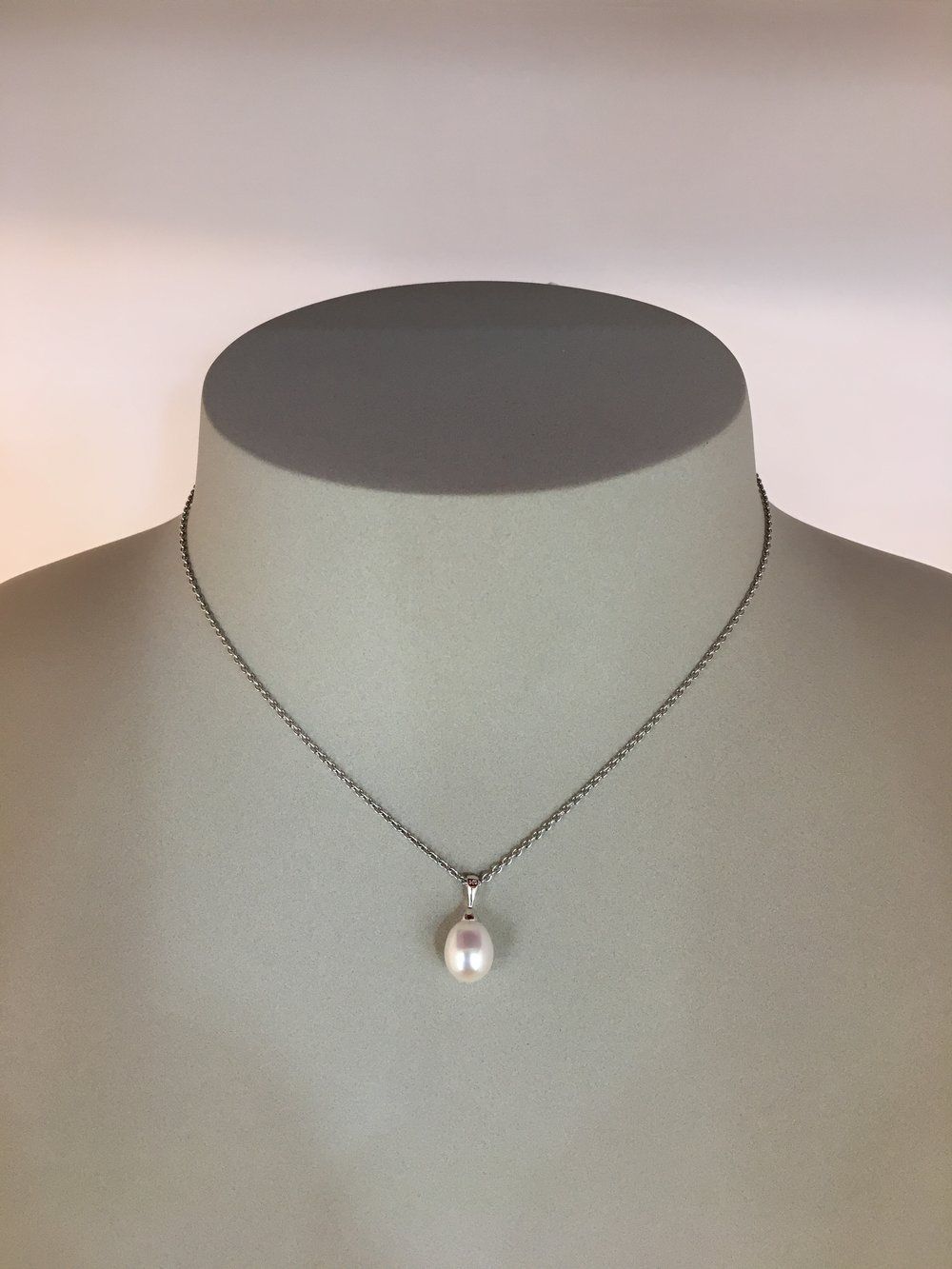14ct White Gold Pearl Pendant & Chain