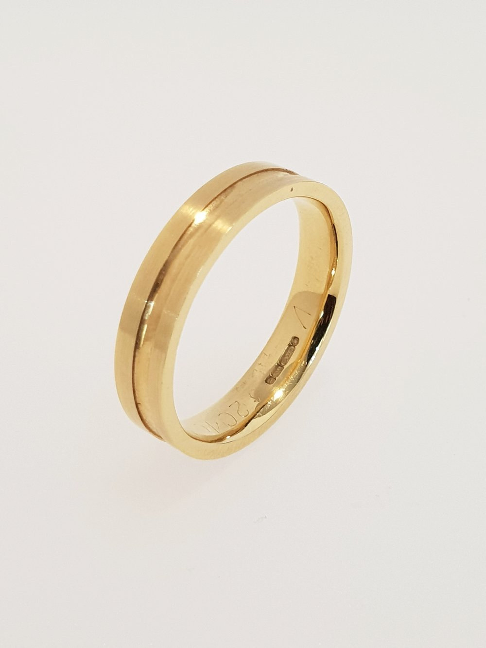 18ct Yellow Gold Grooved Band