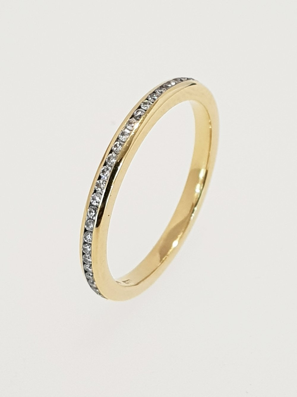 18ct Yellow Gold & Diamond Band