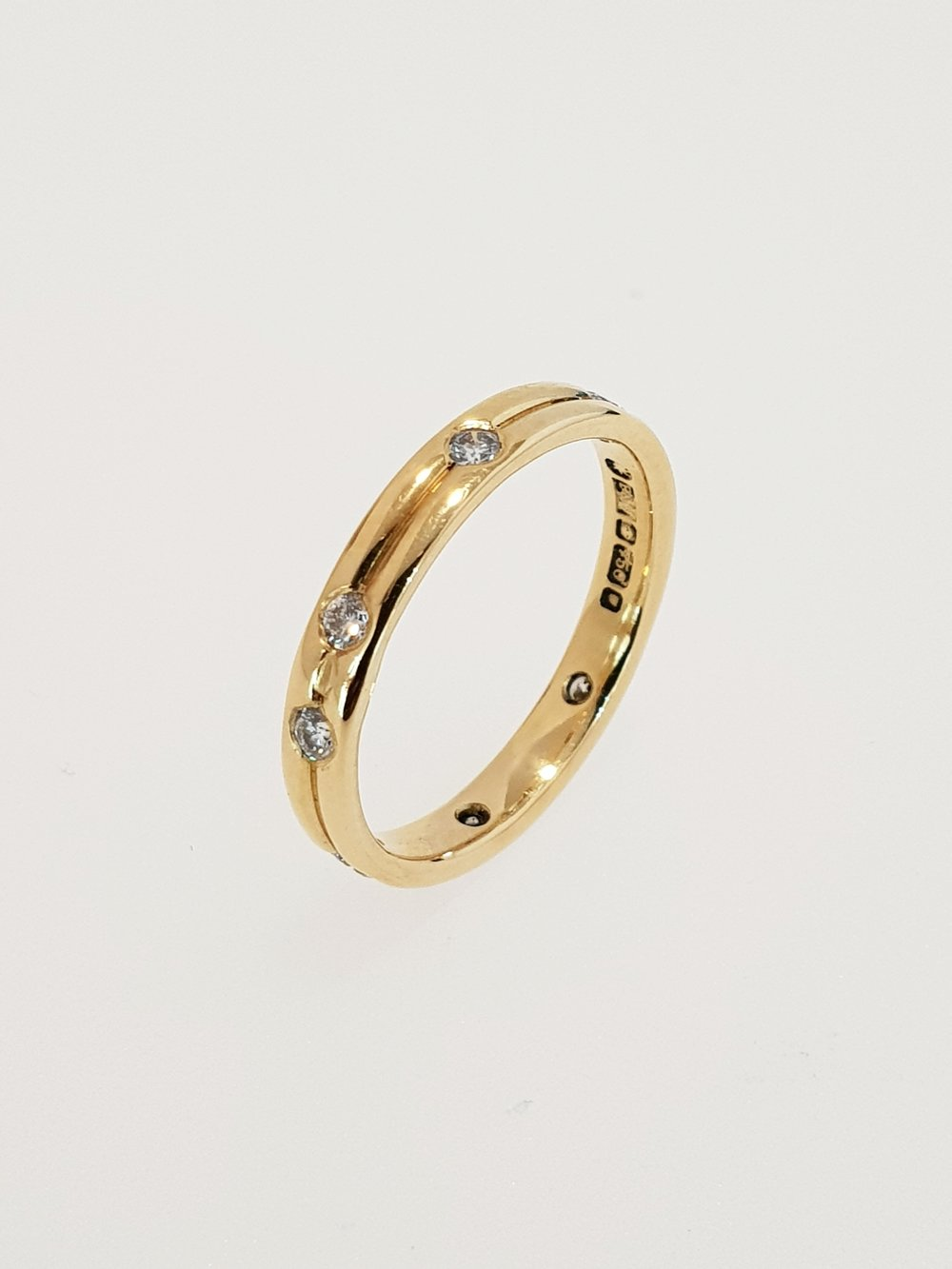 18ct Yellow Gold Diamond Set Band