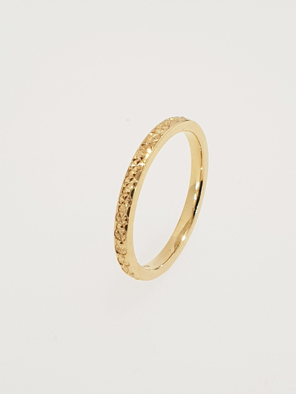 18ct Yellow Gold 2mm Patterned Band