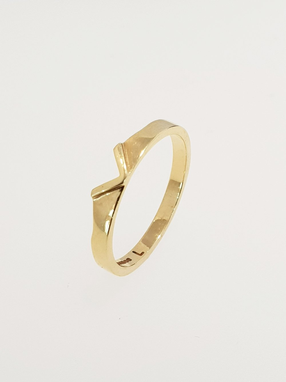 18ct Yellow Gold Cut Out Band