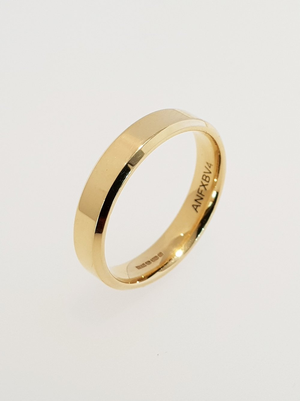 18ct Yellow Gold 4mm Band