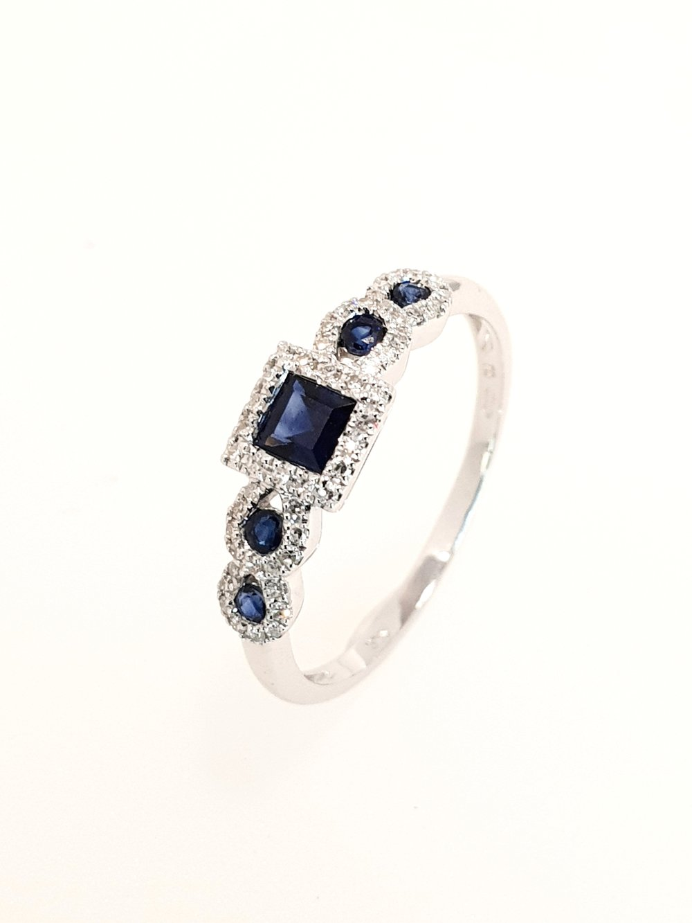 9ct White Gold Sapphire & Diamond Ring  Stock Code: G1966  £625