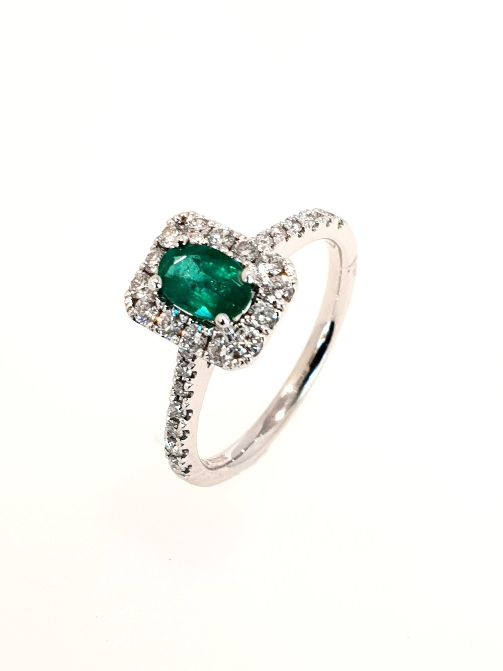 18ct White Gold Emerald(.43ct) & Diamond Ring  Diamond: .37ct, G, Si1  Stock Code: N8985  £1900
