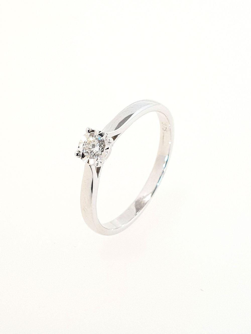 9ct White Gold DIamond Illusion Ring  .05ct  Stock Code: G1955  £400