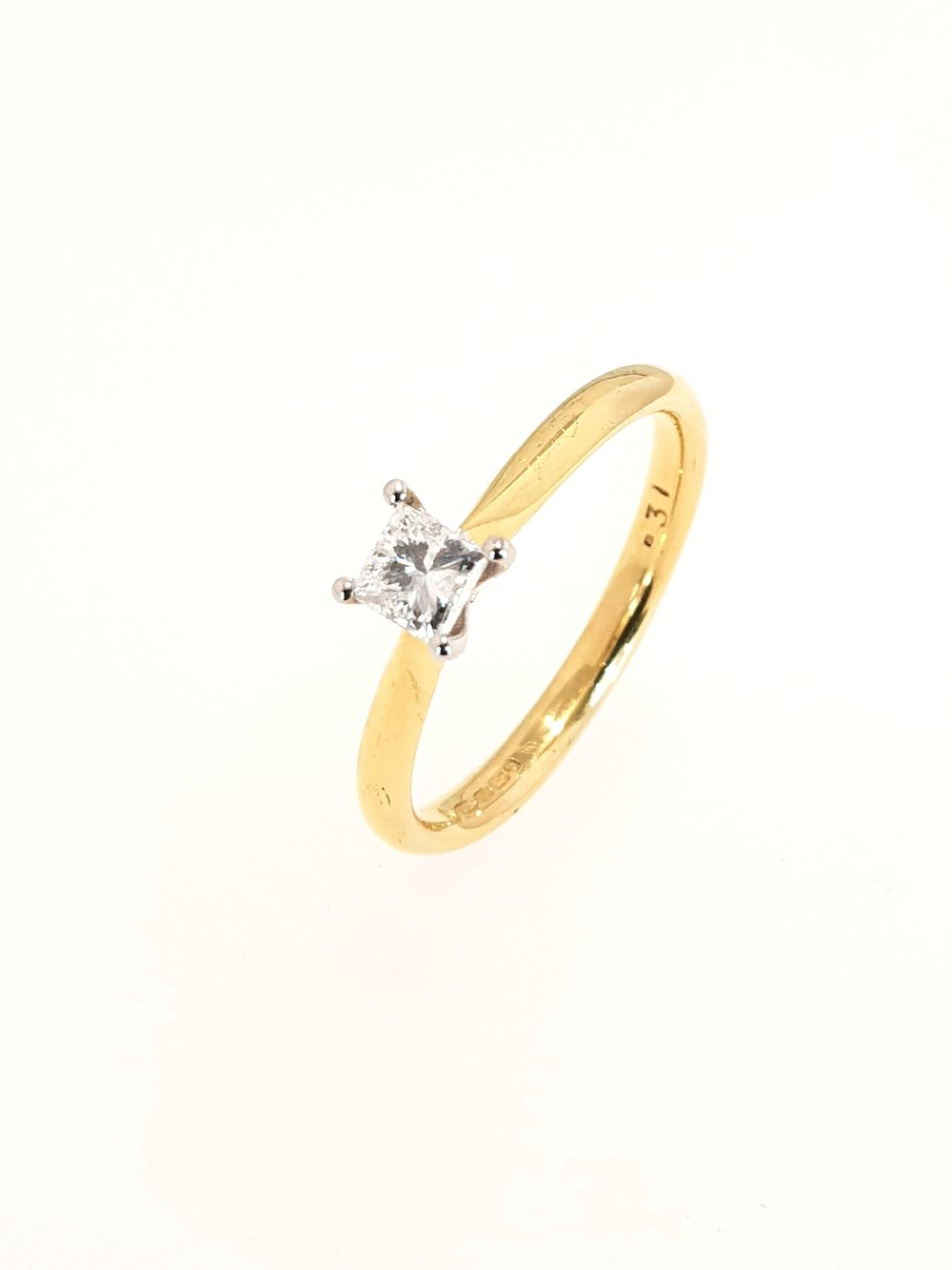 18ct Yellow Gold Diamond Ring, Princess Cut  .30ct, G, Si1  Stock Code: N8326  £1150