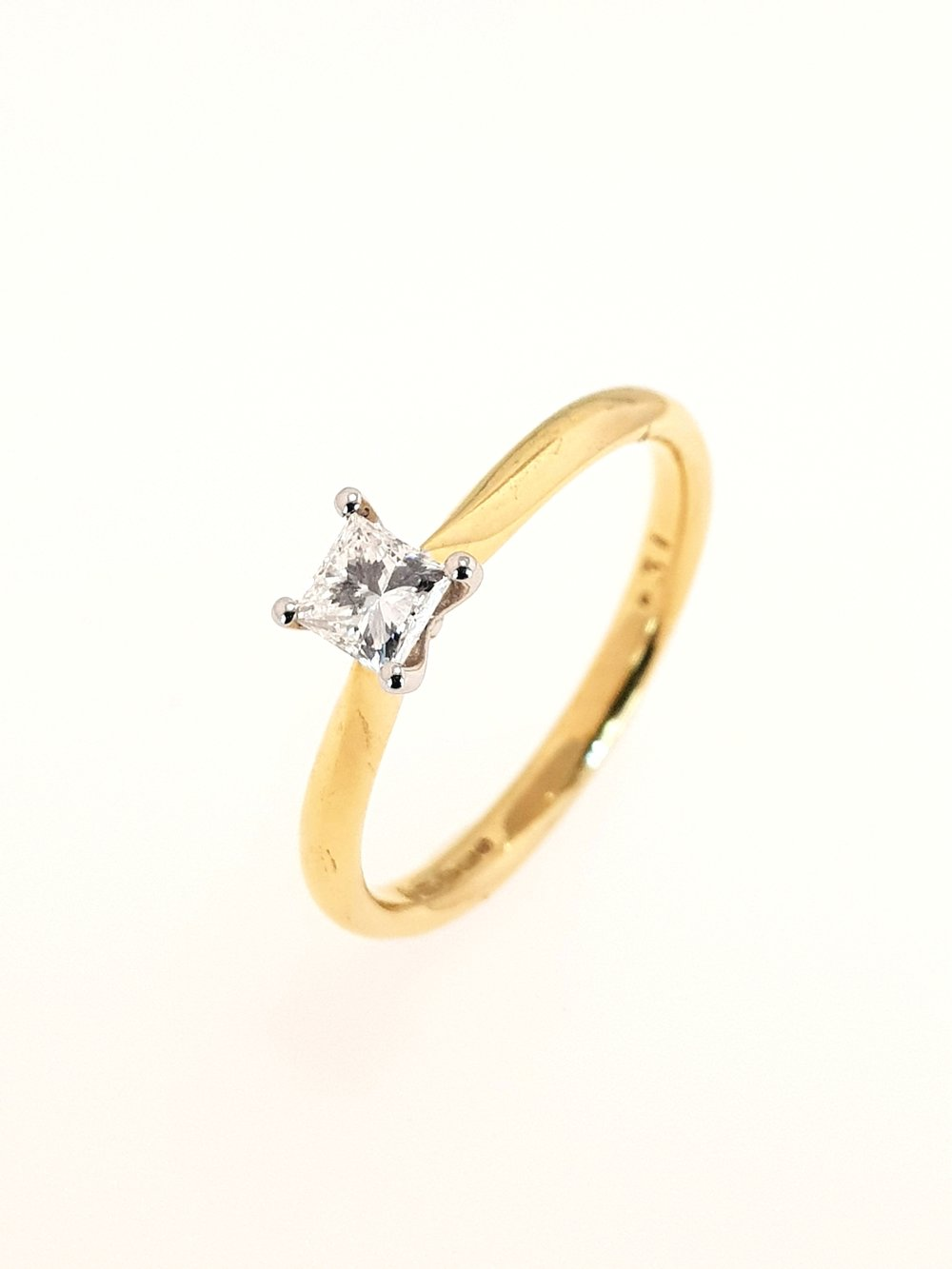 18ct Yellow Gold Diamond Ring, Princess Cut  .31ct, G, VS1  Stock Code: N8340  £1400