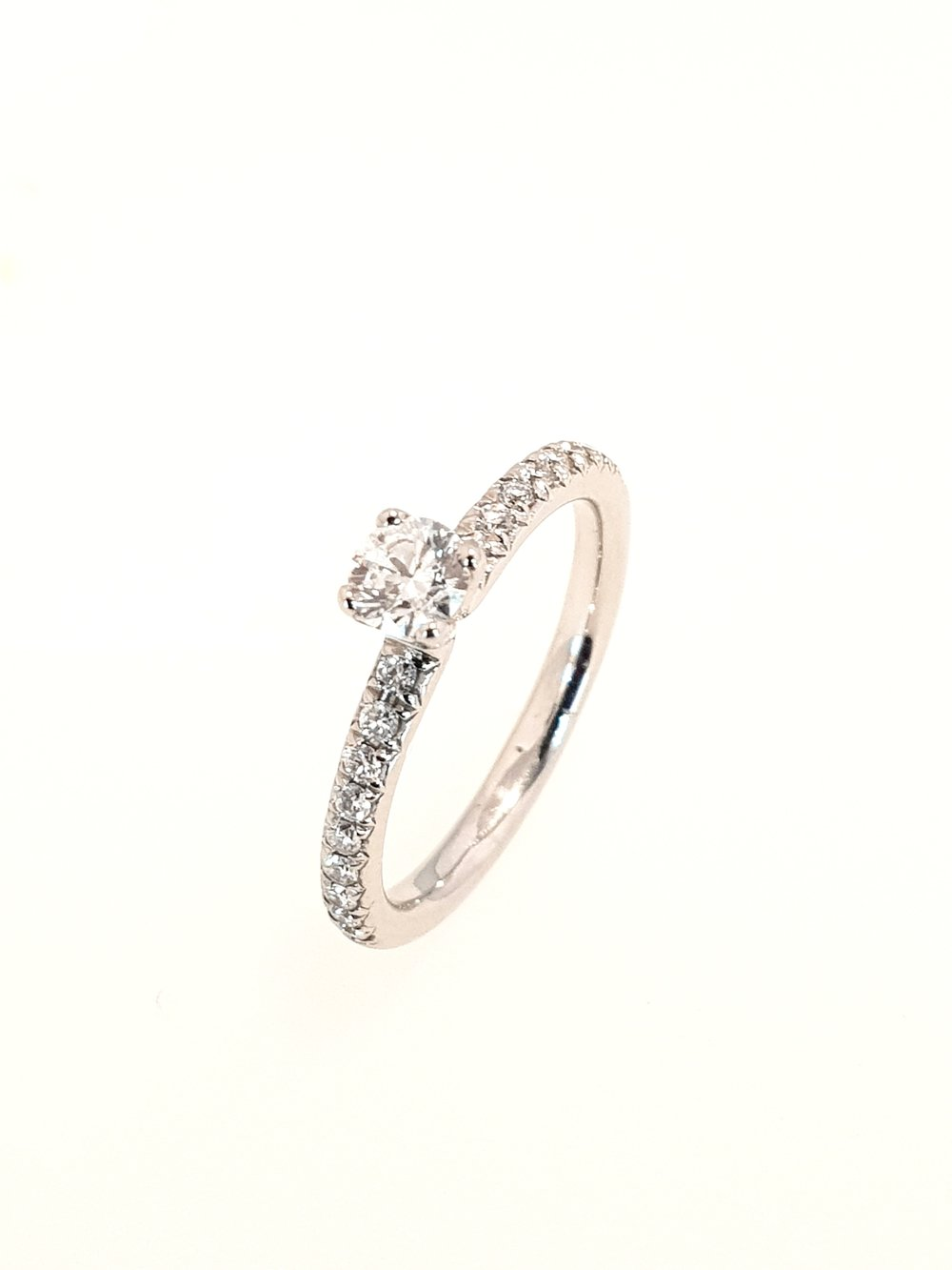 Platinum Diamond Ring  .41ct, G, Si1  Stock Code: N8743  £1560