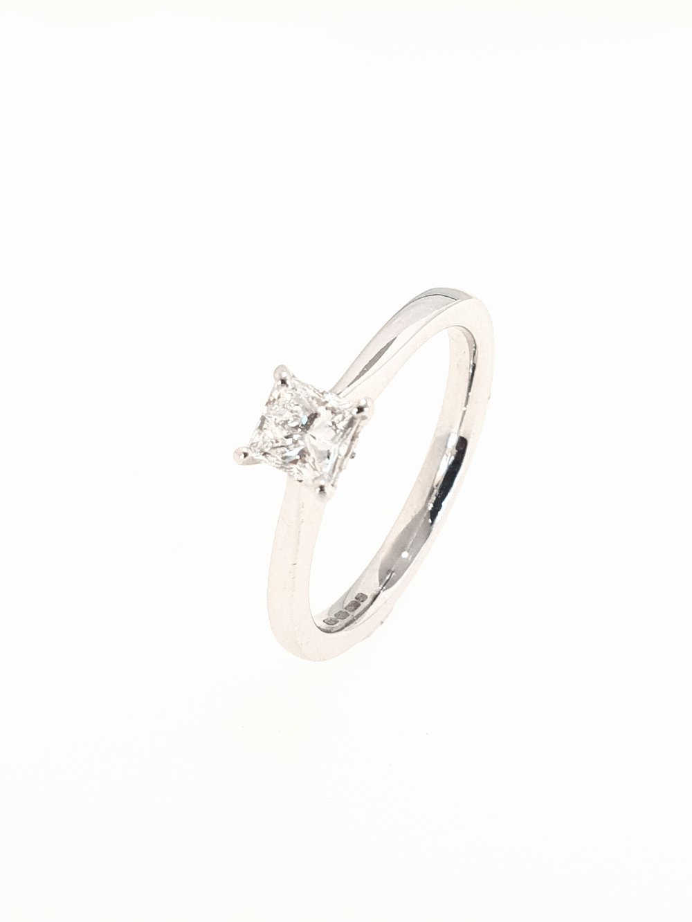 18ct White Gold Diamond Ring, Princess Cut  .50ct, G, Si1  Stock Code: N8433  £2200