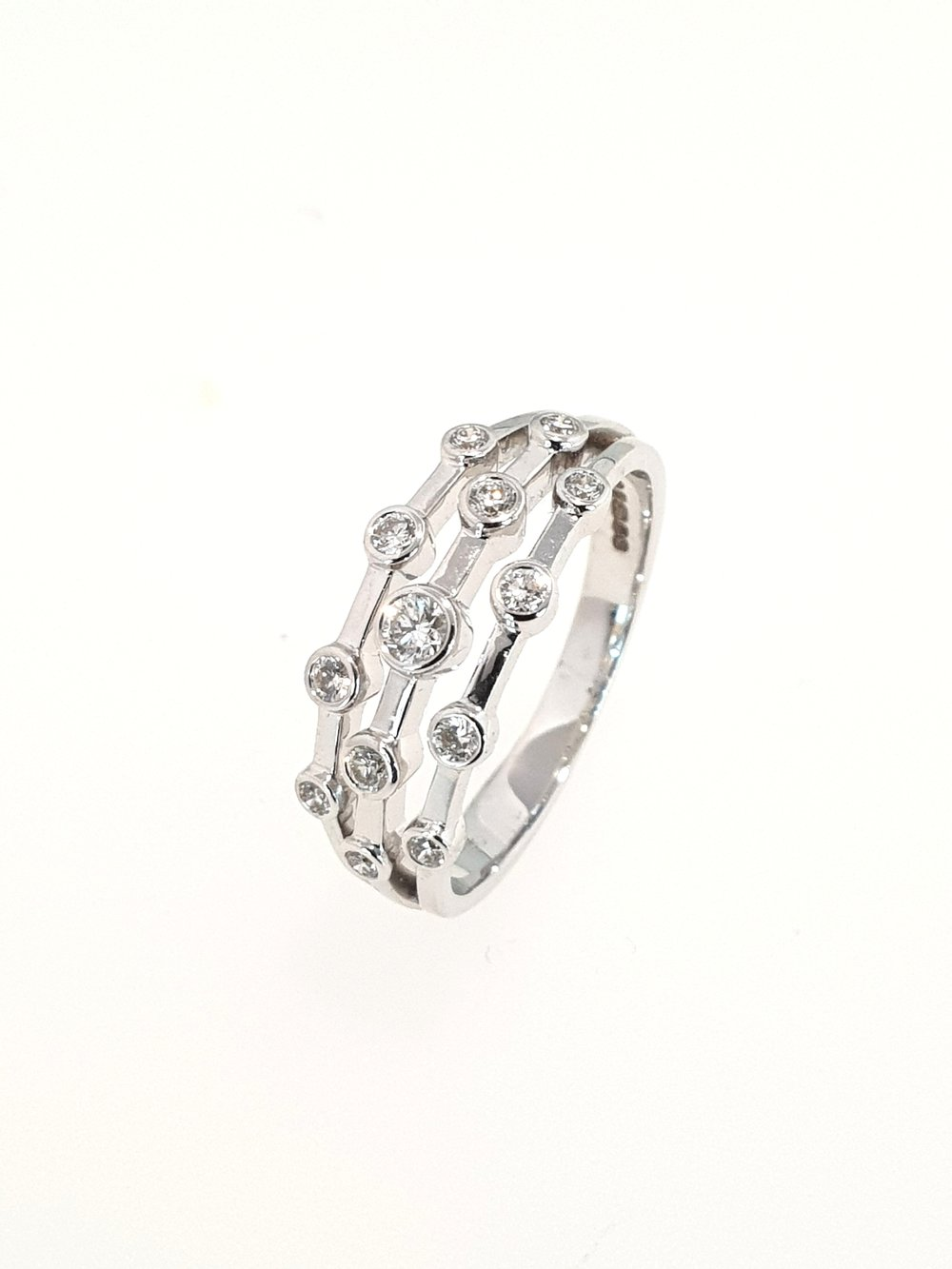 18ct White Gold 13 Stone Fancy Ring  .29ct, G, SI1  Stock Code: N8958  £1550