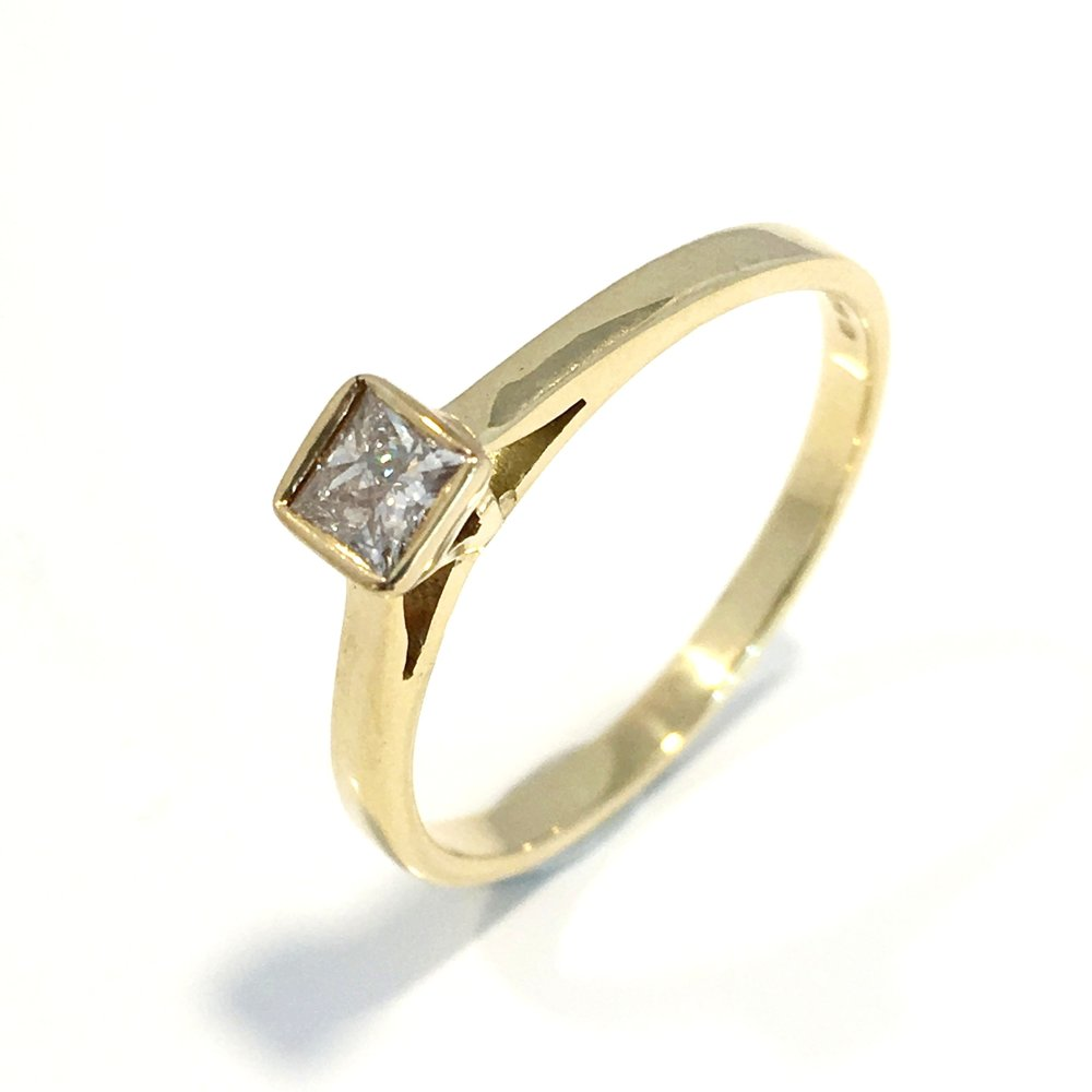 18ct Gold Single Stone Diamond Set Ring