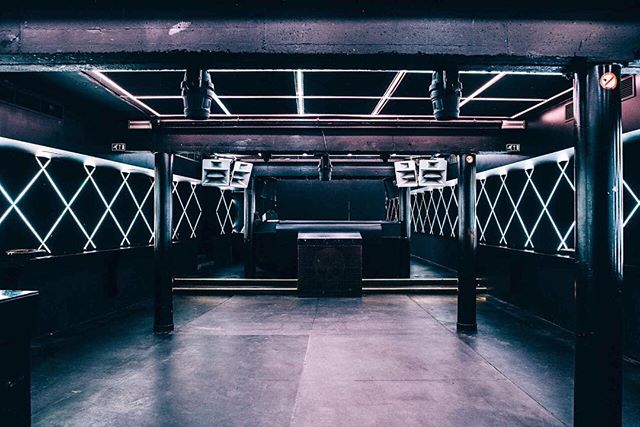 PROUD to be hosting my first @curiomusic night at this lil diamond of a techno bunker Club Vaag in just 7 days! 🐒👽👯😁😁😁 #belgium #club #dancefloor #funktionone #lighting #lightingdesign #stayposted #antwerp #techno #skeleton