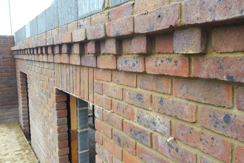 house-building-elenge-plat-colgate-horsham-brickwork-close-up-2-850.jpg