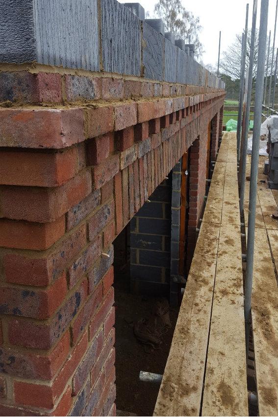 house-building-elenge-plat-colgate-horsham-brickwork-close-up-567.jpg