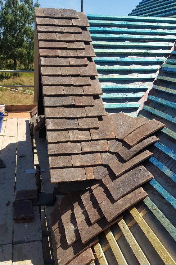 house-building-elenge-plat-colgate-horsham-roof-tiles-going-on-567.jpg